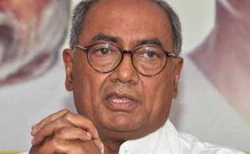District administration Notice to Digvijay Singh in sharing of notes to beggars