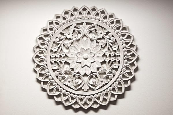 Semblanza Tanzstudios - Wandornament aus weißem Holz