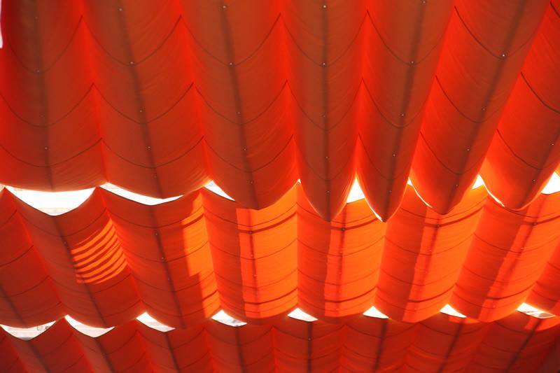 Rote Schattenspender in Sevilla