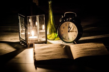 Smbolbild für die Zeitumstellung des Adventsblobeitrags