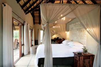 Arathusa Safari Lodge Bedding View