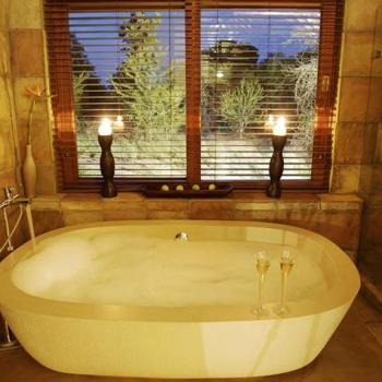 Elephant Plains Game Lodge Bath