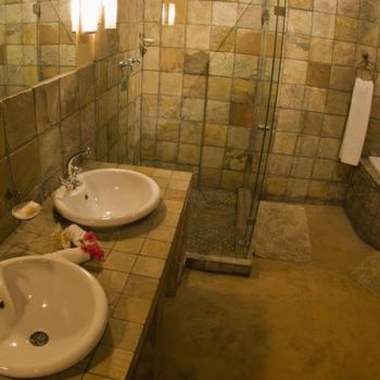 Elephant Plains Game Lodge Bathroom