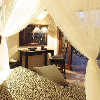 Elephant Plains Game Lodge Bedroom