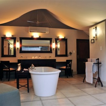 Savanna Private Game Lodge Executive Suite Bathroom