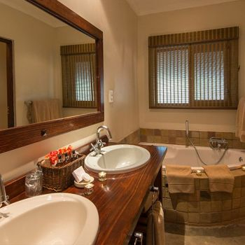 Inyati Game Lodge En Suite Bathroom