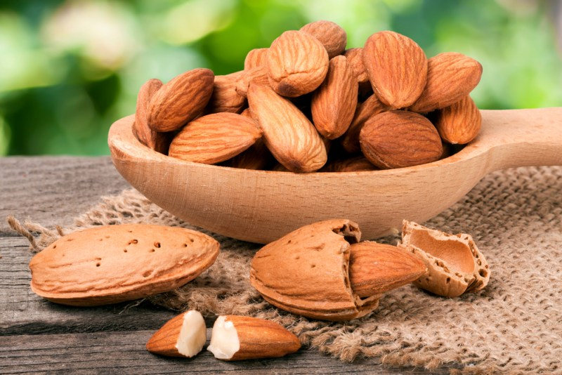 Read the benefits of eating empty stomach almonds in the morning (2)