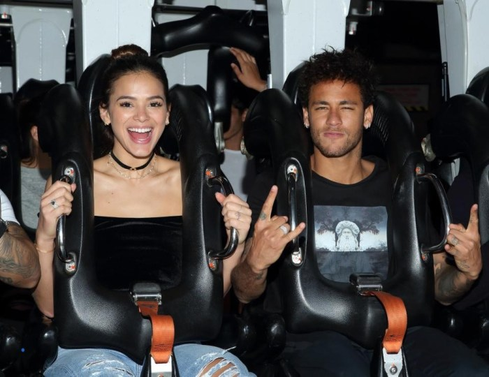 brazilian-footballer-neymar-is-the-junkie-of-this-famous-model (1)