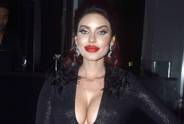 Gigel Thakral of BIG BOSS is Indian Kim Kardashian - see Viral Photos