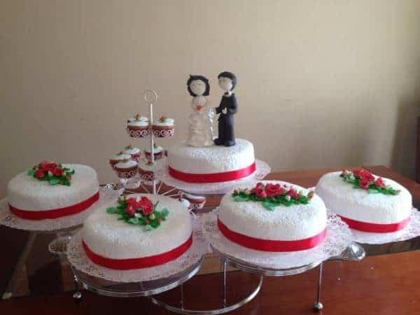 Torta Matrimonio decorada rosas rojas