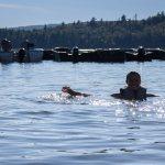 Venez vous rafraîchir dans le Lac Sacacomie et vous reposer sur la plage de l'hôtel Sacacomie.