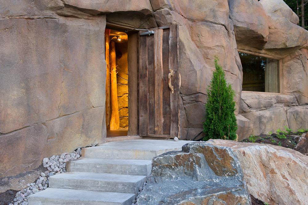 Entrée de la grotte pour profiter de la détente des 2 saunas secs du Geos Spa à l'hôtel Sacacomie.
