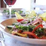 Un délice du restaurant de l'hôtel Sacacomie, la salade de truite fumée de St-Alexis-des-monts.