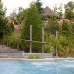 Gazébo du Geos spa, vue d'un des deux bains à remous extérieurs. L'hôtel Sacacomie
