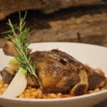 La souris-d'agneau, plat chaud et réconfortant servi au restaurant de l'hôtel Sacacomie.