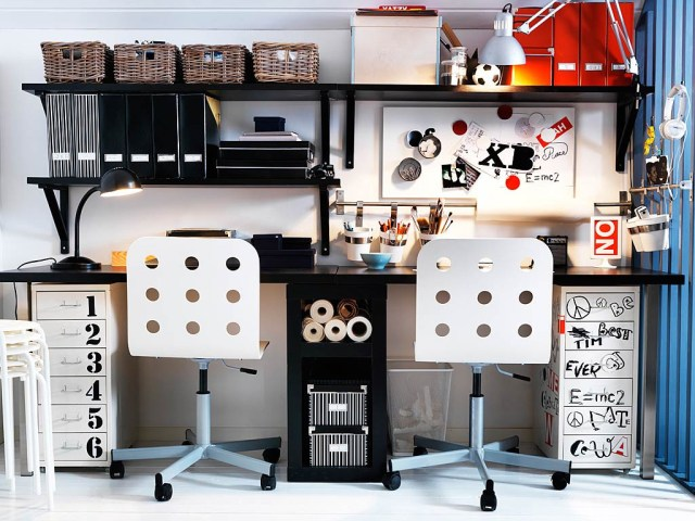 comfortable-shared-workspace-with-black-and-white-decorations-for-two-people-with-white-chairs-and-organization-idea-cool-office-and-workspace-decoration-ideas-working-spaces-designs
