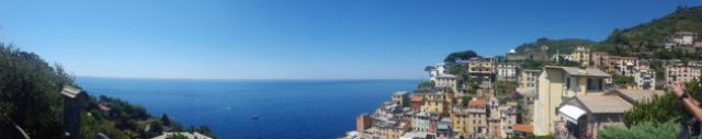 12 hours in Cinque Terre Panoramic view of Riomaggiore
