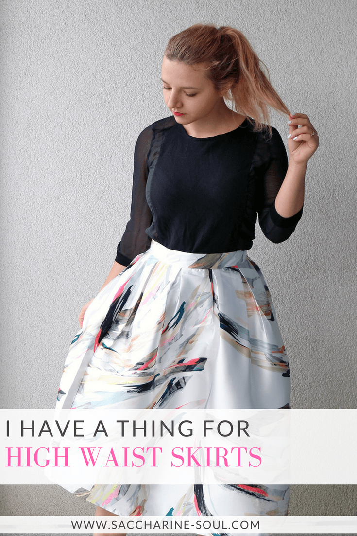 High waist skirts are extremely flattering for everybody! Snatch yours to complete your fall outfit and check out how to style a painted high waist skirt!