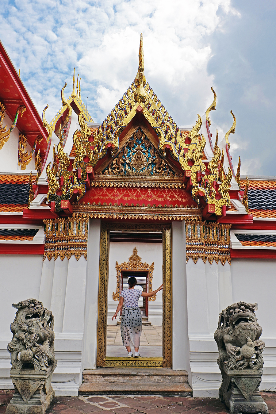 top-things-to-do-in-Bangkok_wat-pho_gate