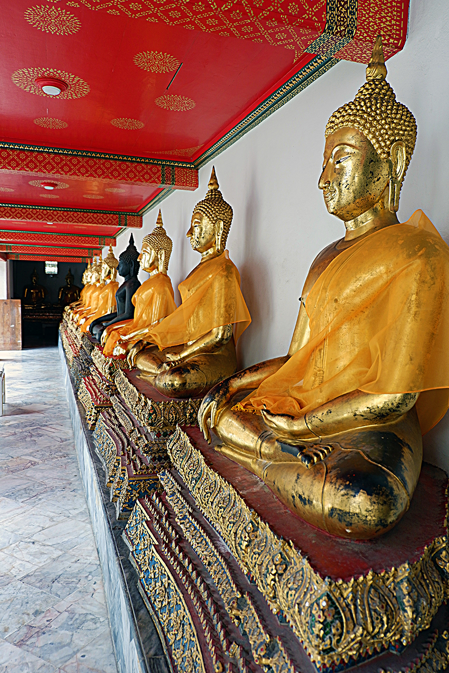 top-things-to-do-in-Bangkok_wat-phot_Buddha