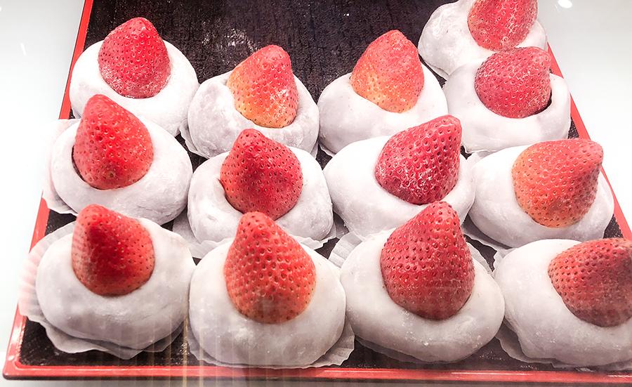 jiufen taiwan strawberry mochi