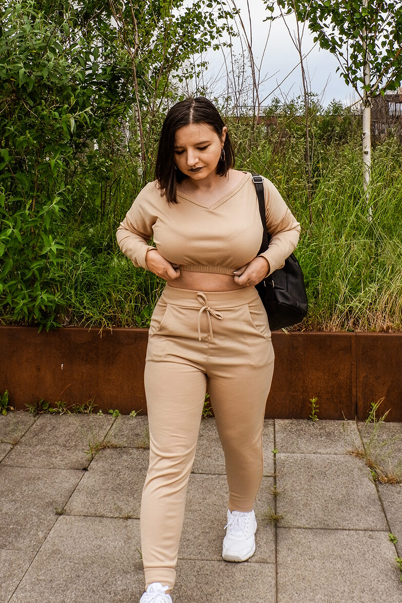 How to style co-ord sets and two-piece outfits - trousers and sweatshirt co-ord