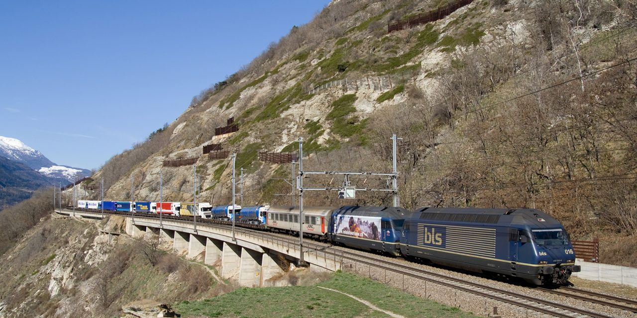 Rollende Landstraße als Lösung für zunehmenden LKW-Verkehr auf Autobahnen?