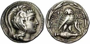 Exemple de monnaie antique d'Athènes émise au IIème siècle avant JC. Photo J. Elsen ATTIQUE, ATHENES, AR tétradrachme, 152-151 av. J.-C. Droit : Tête casquée d'Athéna à droite. Revers : A-?E/ A?PO-????/ ?IO/?E/ ?A/TV Chouette sur une amphore. A droite, une double corne d'abondance ornée de bandelettes. Sur l'amphore, ?. Dessous, ??. Le tout dans une couronne de laurier. Ref.: Thompson, 551a. 15,92 grammes.