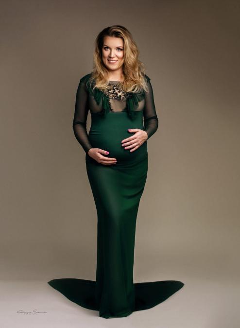 fotografia-ciążowa-w-zielonym-body