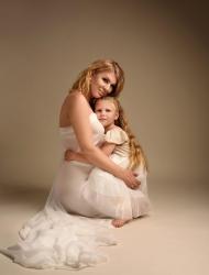 fotografia-ciążowa-z-córką