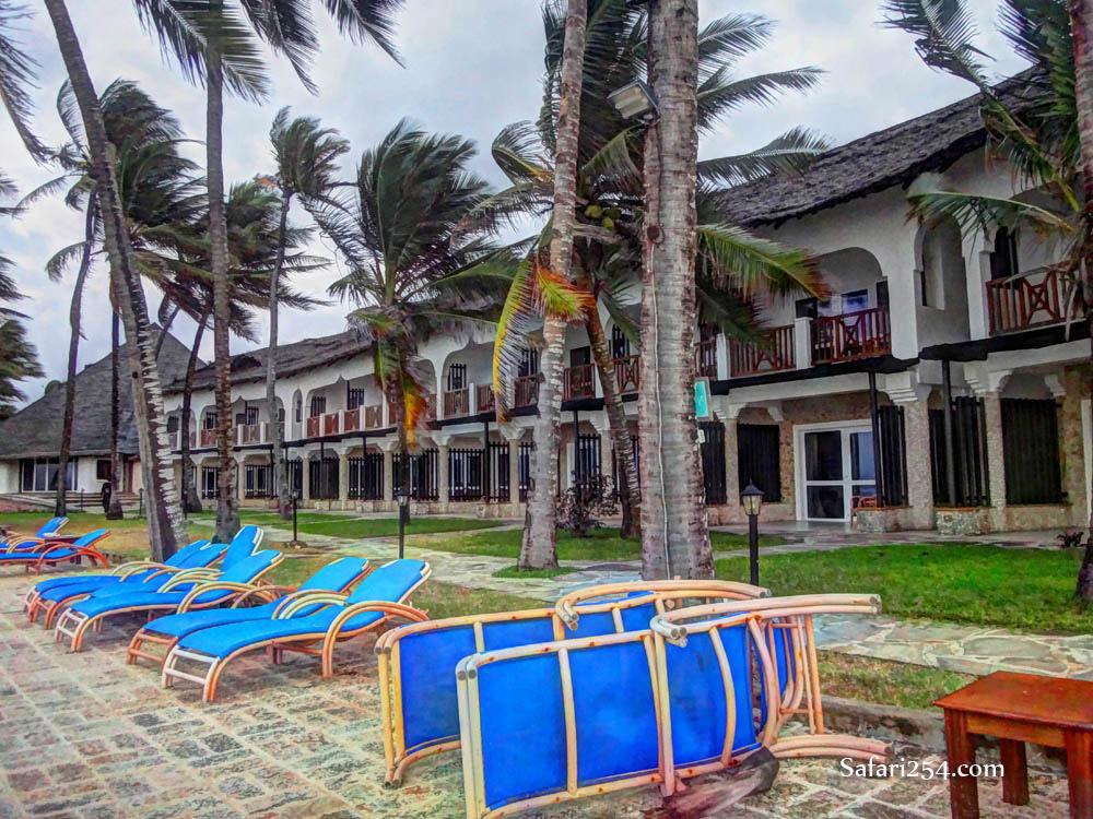 Watamu beach_chairs hemingway