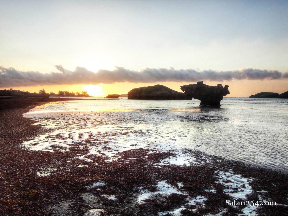Watamu beach_rocky island