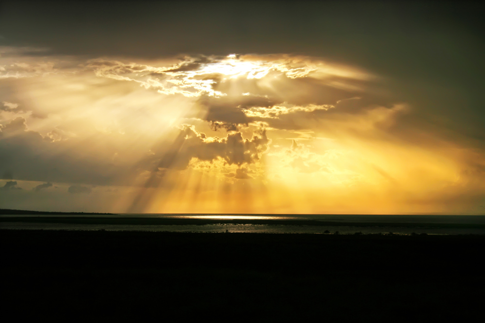turkana eclipse_gold rays