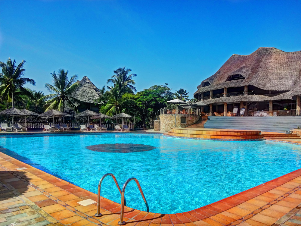 Temple Point Resort_pool1