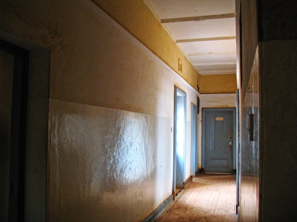 MacMillan Castle_corridor