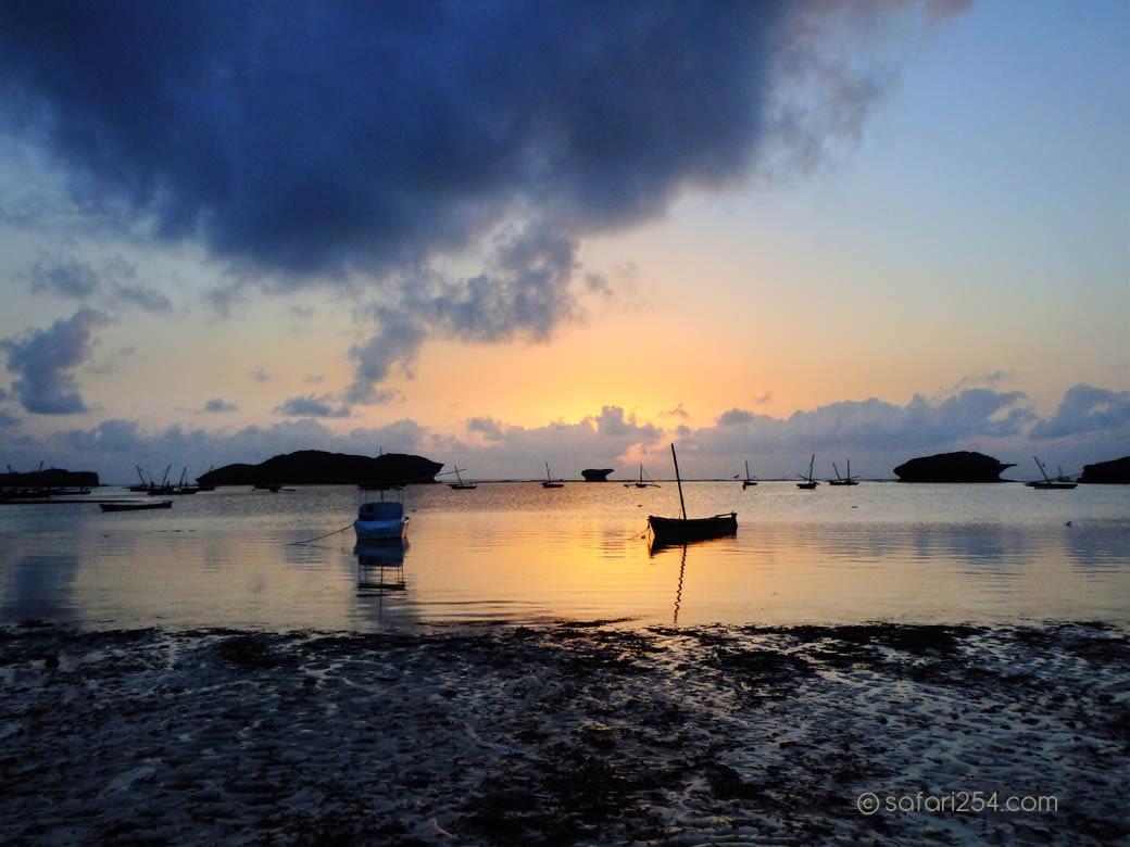 Watamu Beach_touch of gold
