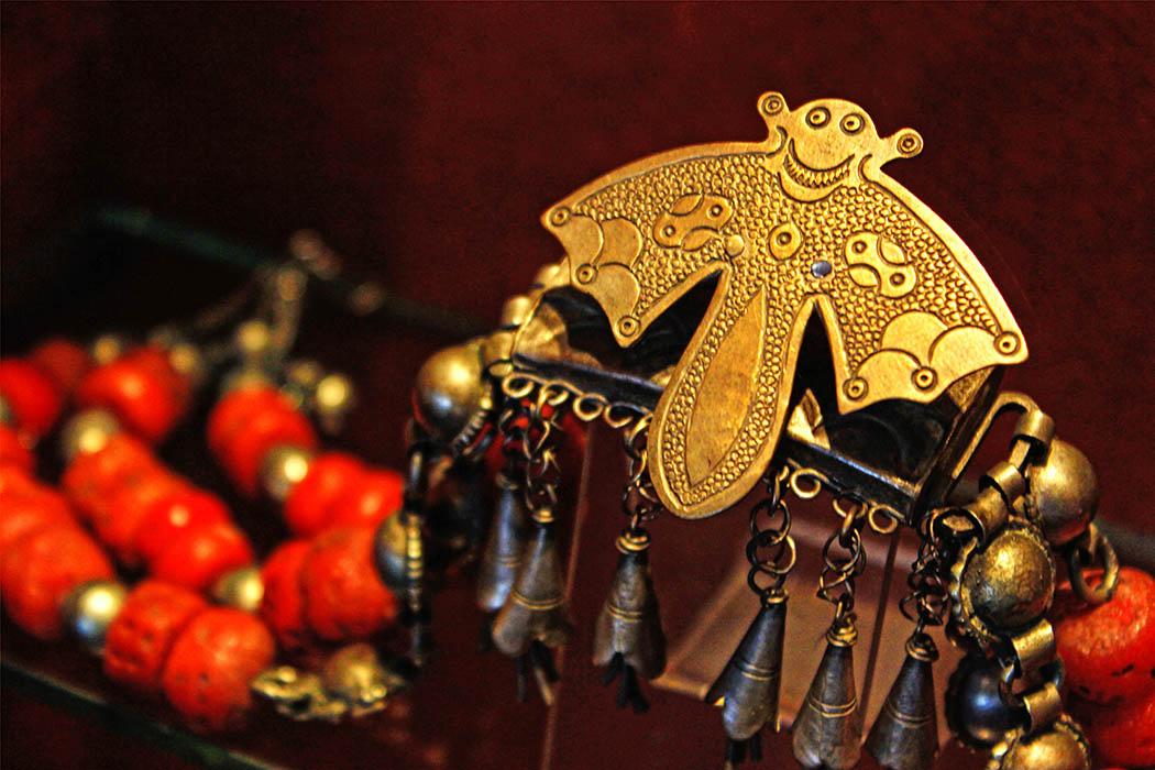 The Nairobi Gallery_Bat pendant