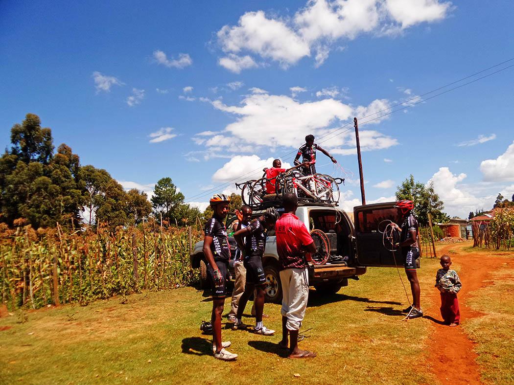 Unexpected Kenya_Kenyan Riders bikes and car