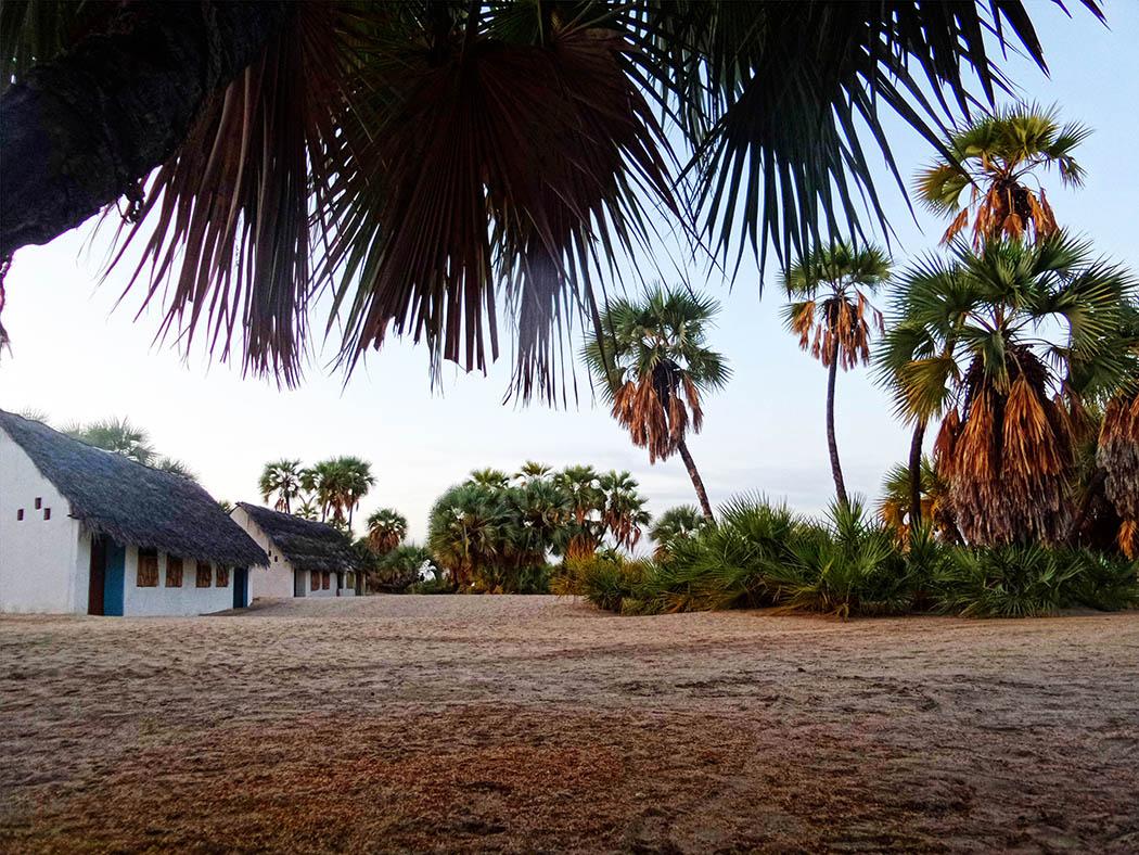 Eliye Springs Resort_Bomas2