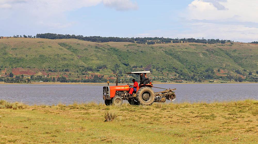 Lake Olbolossat_Tractor