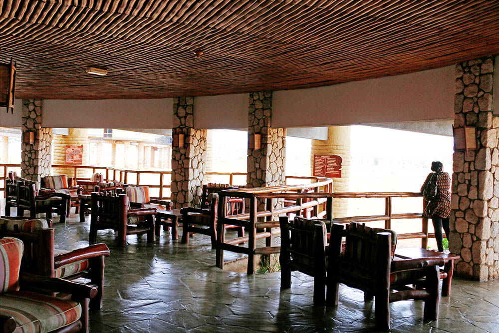 sarova-salt-lick-game-lodge_viewing-deck-2
