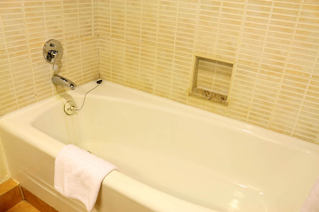 sarova-taita-hills-game-lodge_bathtub