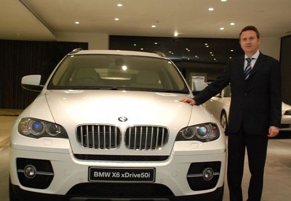 Facebook-Scam-BMW-Manager-Donates-a-Brand-New-X6