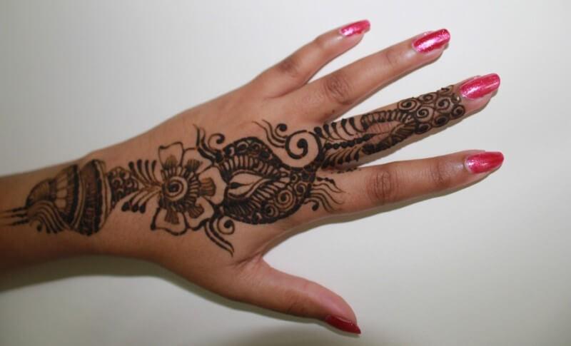 Gambar Henna tangan sederhana