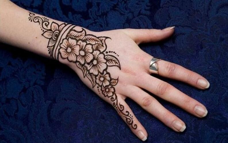 gambar henna tangan bunga