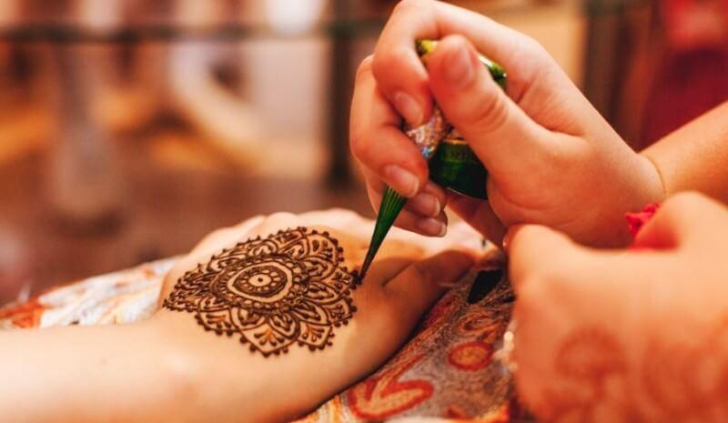 membuat henna tangan sendiri