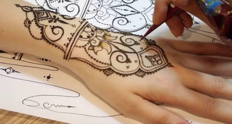 pembuatan mehndi henna