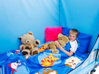 child resting in Hi-lo 3