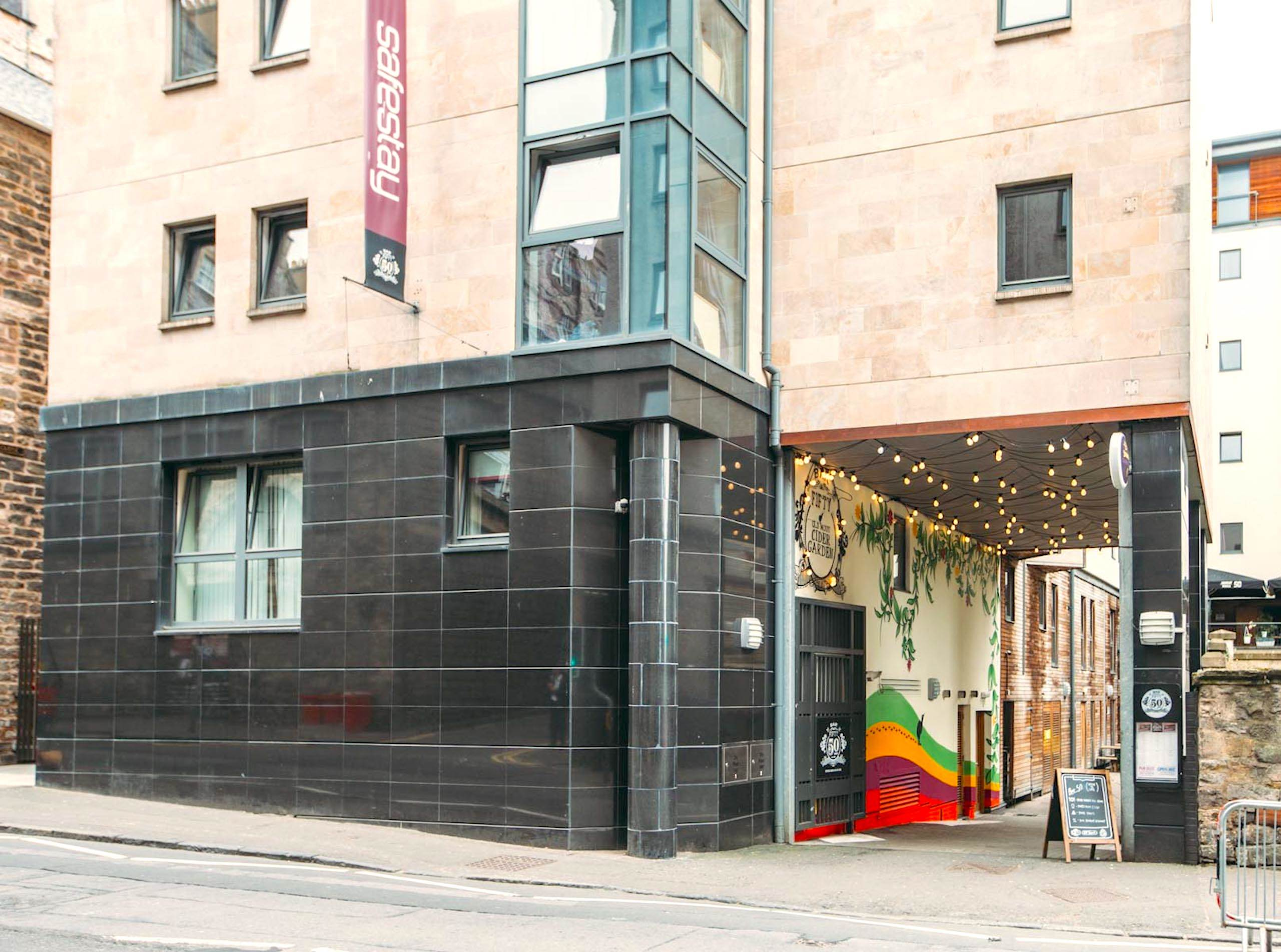 Safestay Edinburgh - Entrance