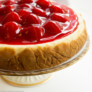 strawberry_cheesecake_closeup_from_eileens_cheesecake_on_foodydirect